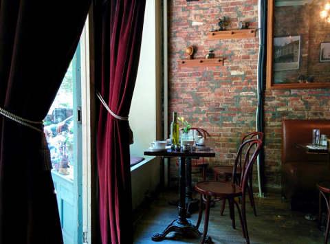 cafe iris brunch interior