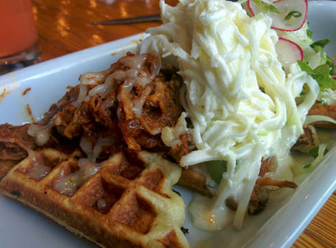 salle a manger montreal pulled pork waffle